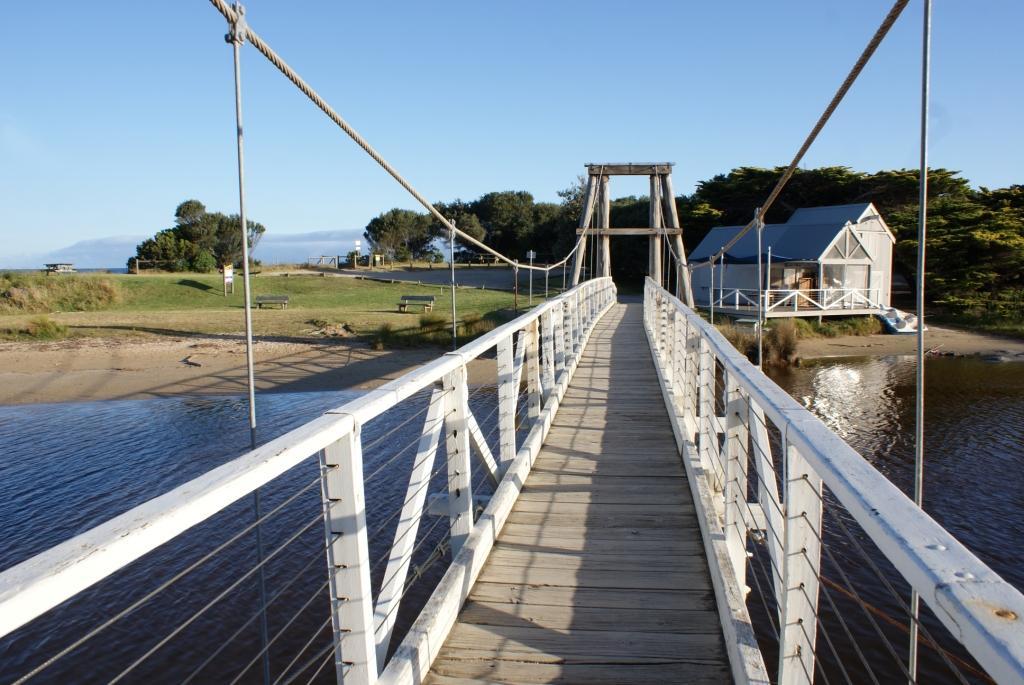 подвесной мост в городе Лорн (Lorne)