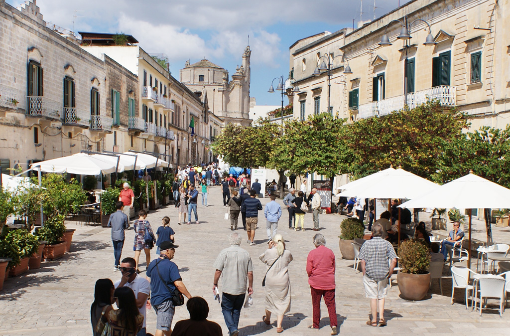 Площадь прелестного городка Матера (Matera)