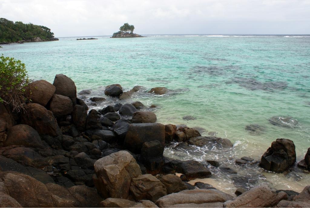 Mahe, Anse Royale с высоты больших валунов