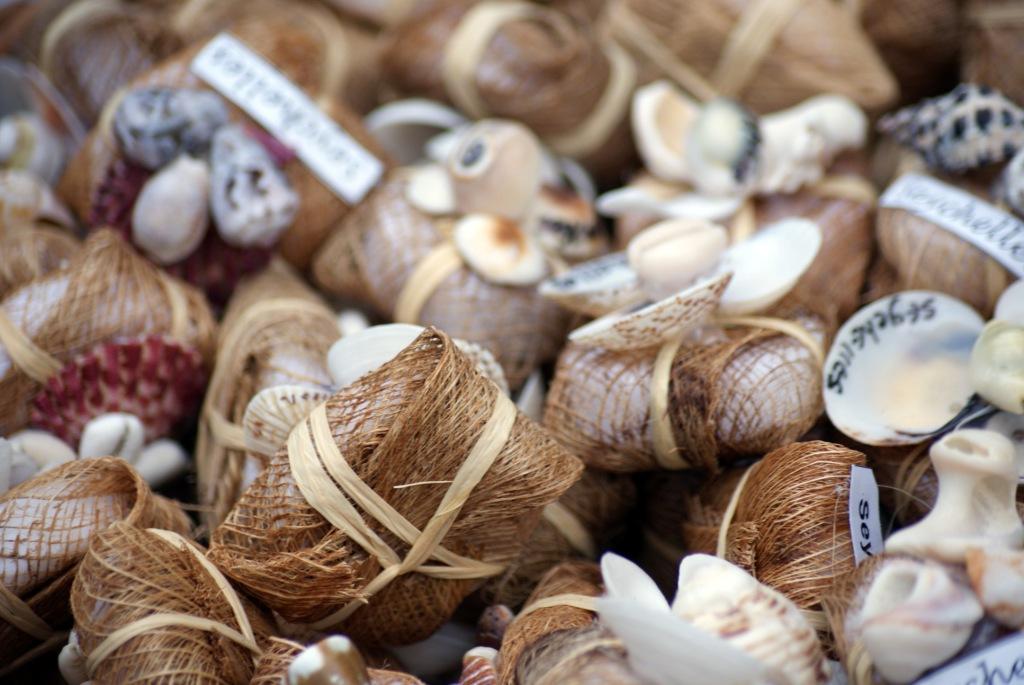 Маэ. Сувениры на Beau Vallon