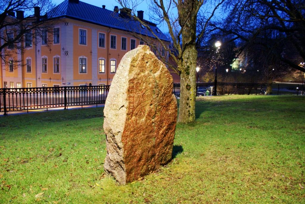 руна перед Собором, Uppsala